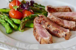 Fett abbauen, ohne Muskeln zu verlieren - Darauf kommt es in der Diät an